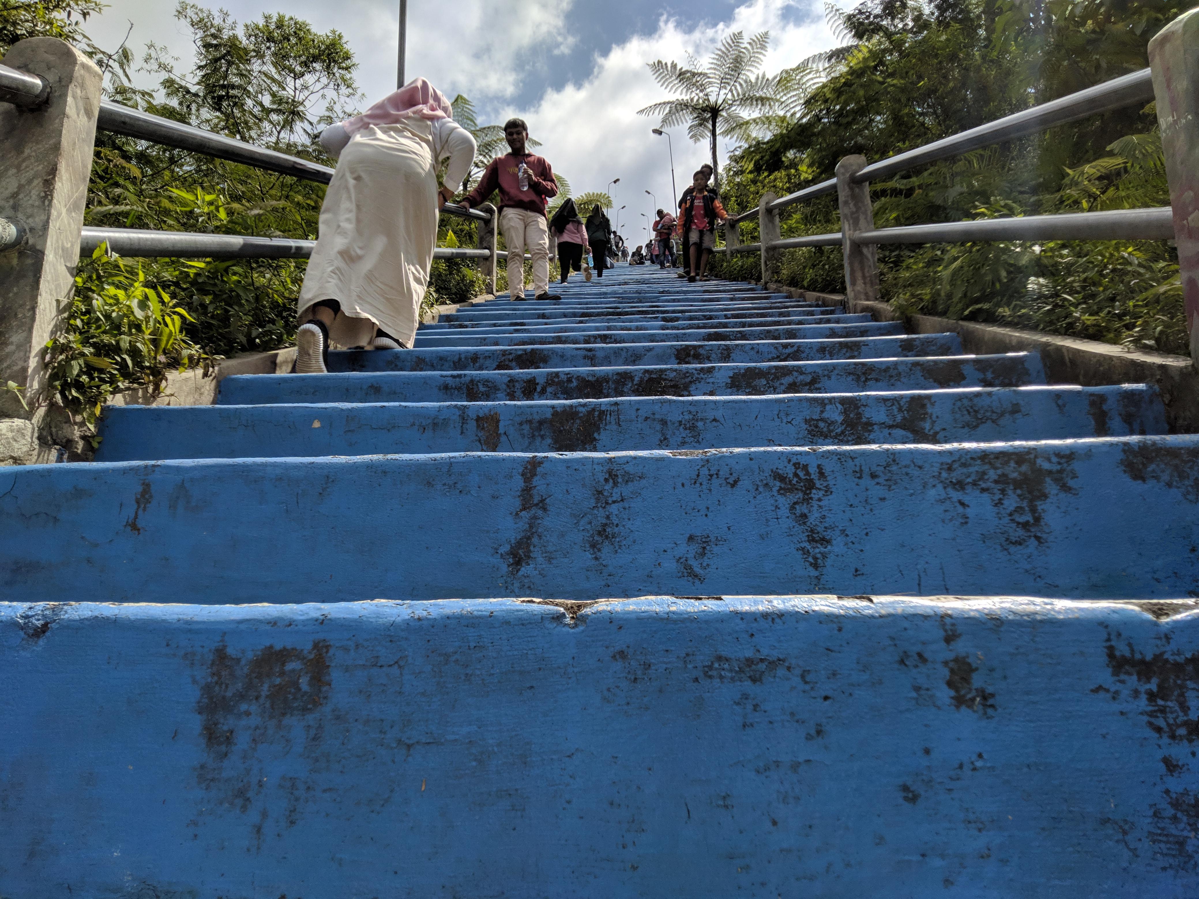 tangga biru galunggung