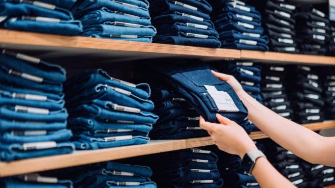 memilih celana jeans wanita